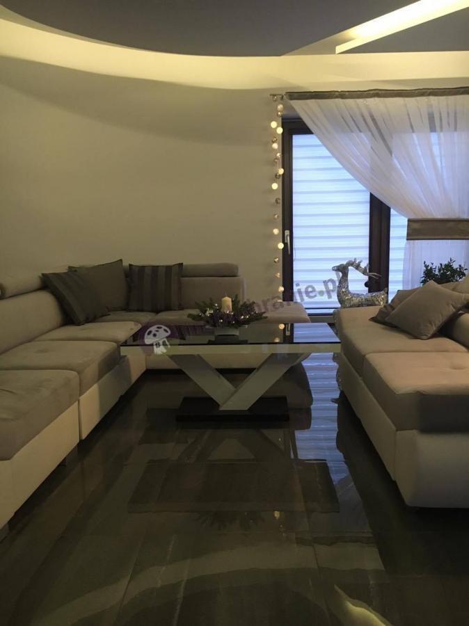 Ława stolik do salonu w klasycznej czarno-białej kolorystyce