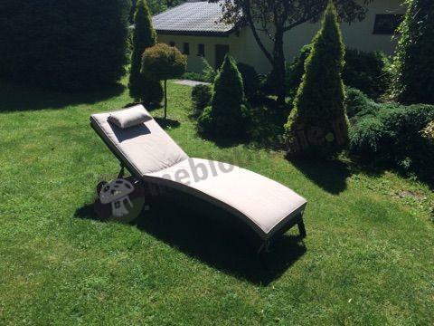 Leżak do ogrodu z kółkami i poduszką technorattan Bali