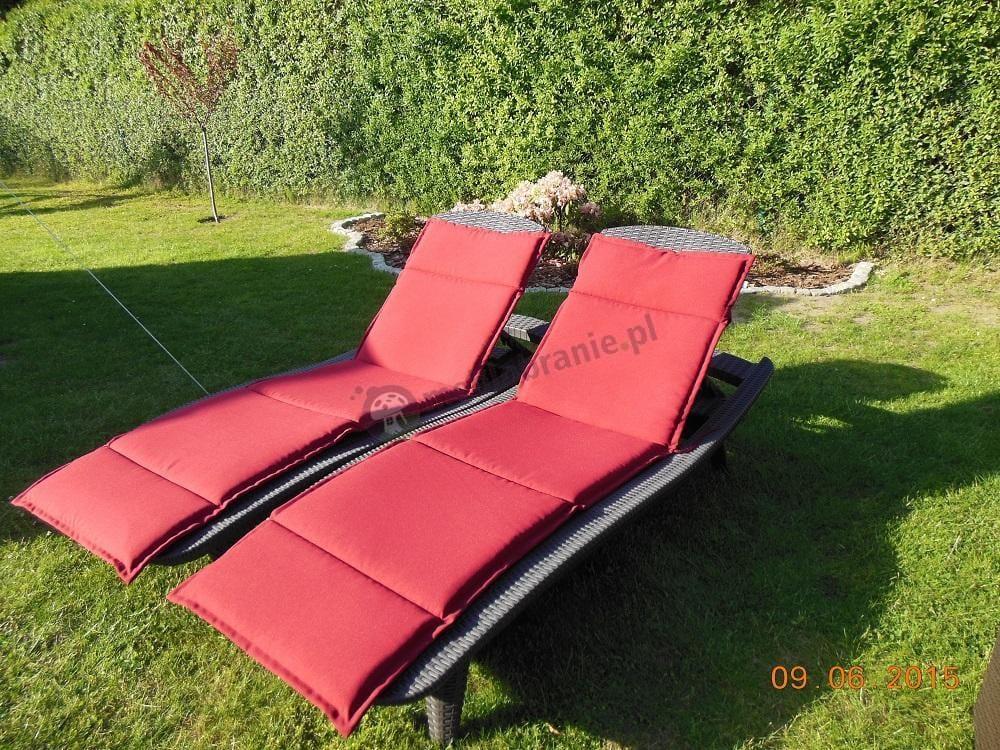 Leżak plażowy brązowy z czerwoną poduszką