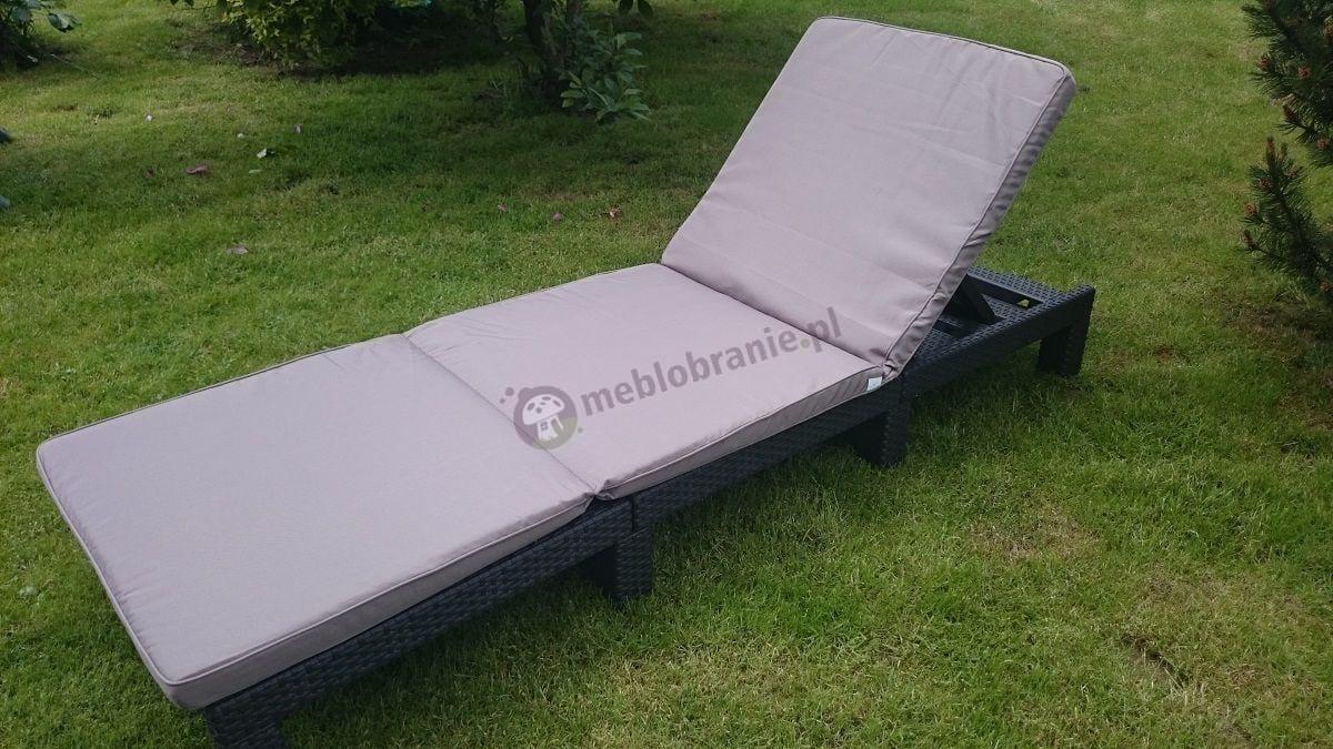 Leżak plażowy plastikowy z wygodną poduszką