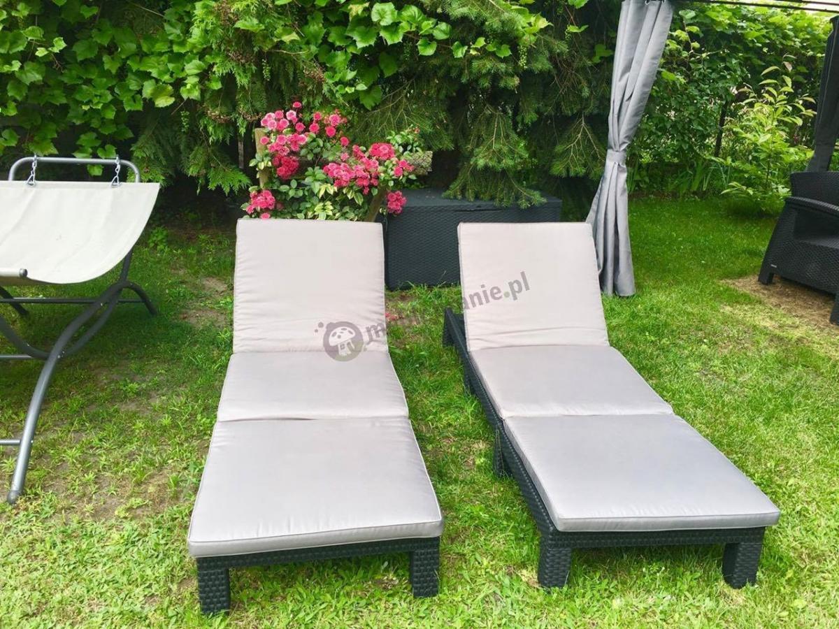 Leżaki ogrodowe i skrzynia rattan efekt