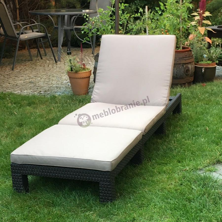 Leżanka ogrodowa plastikowa z technorattanowym wzorem i poduszką