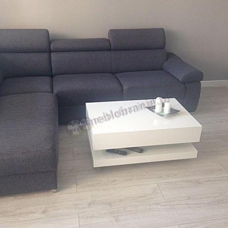 Biały stolik o długości 90 cm i wysokości 40 cm