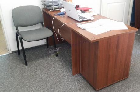 Biurowe meble orzechowe skomponowane tak, by stworzyć idealne miejsce pracy