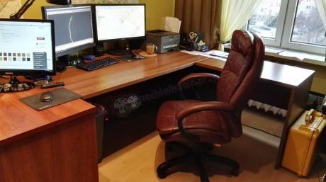 Biurowy fotel Malibo Nylon z kółkami gumowymi w pracy