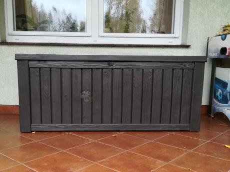 Brązowa skrzynia ogrodowa plastikowa na taras Rockwood Box