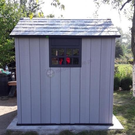 Domek ogrodowy z tworzywa sztucznego Keter Oakland 757 na działce