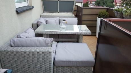 Efektowne zestawy ogrodowe technorattan z wysokimi stołami