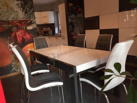 Elegancki stół do jadalni w nowoczesnej aranżacji