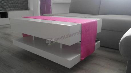 Elegancki stolik do salonu na cokoliku