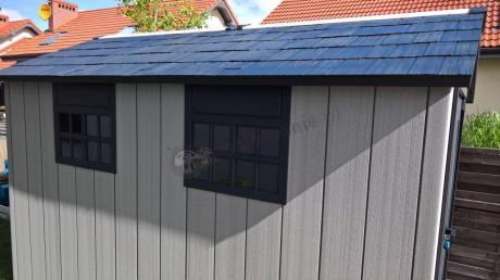 Eleganckie okna w domku narzędziowym Keter Oakland