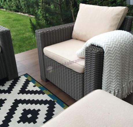 Fotele California Rattan Effect w kolorze cappuccino z poduszkami na oparcie