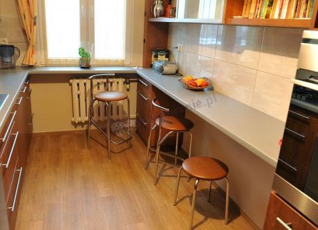Hoker kuchenny z tapicerowanym siedziskiem wybarwienie V-49