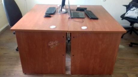 Klasyczne biurka biurowe drewniane odcień calvados