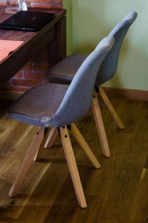 Krzesła jasnoszare tapicerowane Dima