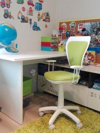 Krzesło do biurka Ministyle Line M38 w kolorowym pokoju