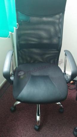 Krzesło obrotowe czarne z podłokietnikami Viper