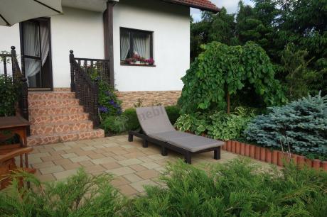 Leżak balkonowy składany z poduszką używany przy rabacie