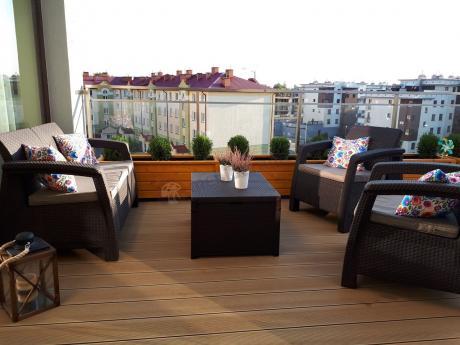 Meble balkonowe z tworzywa sztucznego ze stolikiem skrzynią