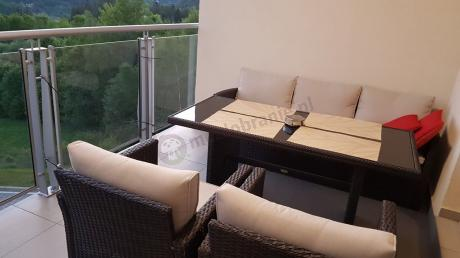Meble na taras technorattan Stelvio Brown na dużym balkonie