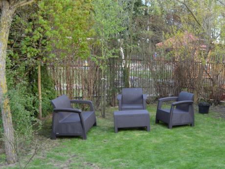Meble ogrodowe Allibert Keter Corfu Set brązowe używane w ogrodzie
