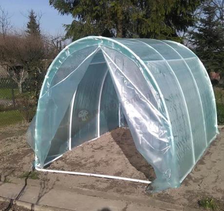 Namiot foliowy na warzywa z wejściem zapinanym na suwak