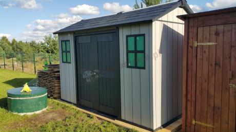 Ogrodowy domek ze spiczastym dachem z tworzywa Keter Oakland