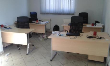 Pomysłowe ustawienie biurek Svenbox w pracy