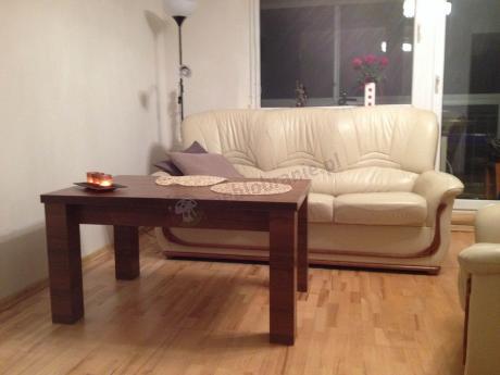 Przytulny salon z drewnianą ławą rozkładaną Arizona