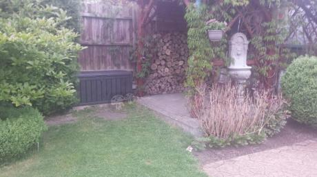 Skrzynia do ogrodu Glenwood w pięknym zakątku