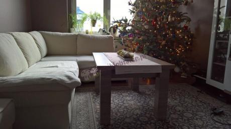 Świątecznie zaaranżowany salon z ławą podnoszoną Nevada