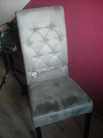 Szare krzesło pikowane w romby na czarnych nogach 107 cm