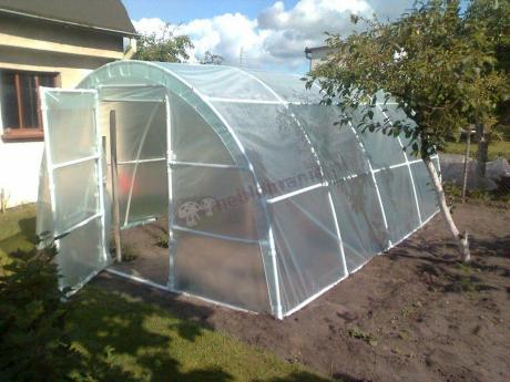 Tunel foliowy Lemar chroniący uprawę warzyw