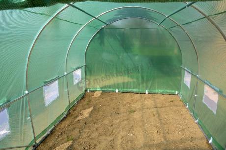 Namiot foliowy ogrodniczy metalowy chroniący uprawę warzyw