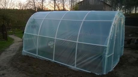 Tunel foliowy z rur PCV na działkę z hodowlą roślin