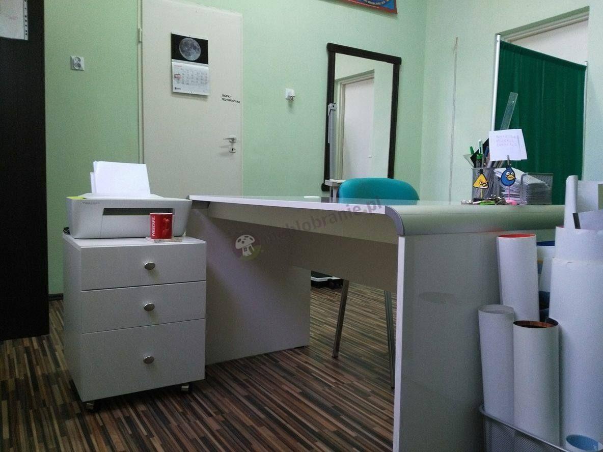 Meble gabinetowe biurko z kontenerkiem Murano w gabinecie lekarskim