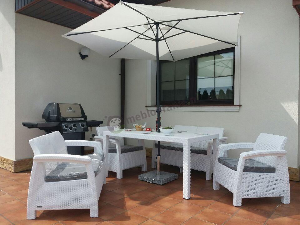 Meble ogrodowe biały Technorattan Style z parasolem Keter Corfu Fiesta Curver
