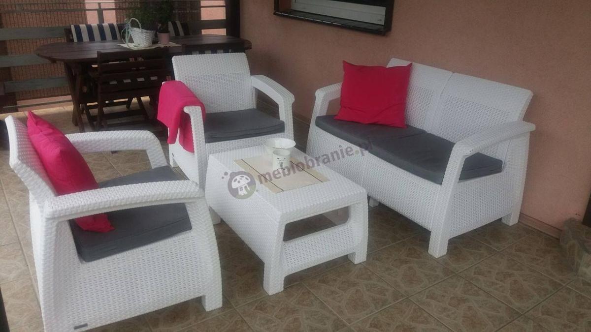 Meble ogrodowe Corfu Curver Set technorattan ozdobione poduszkami