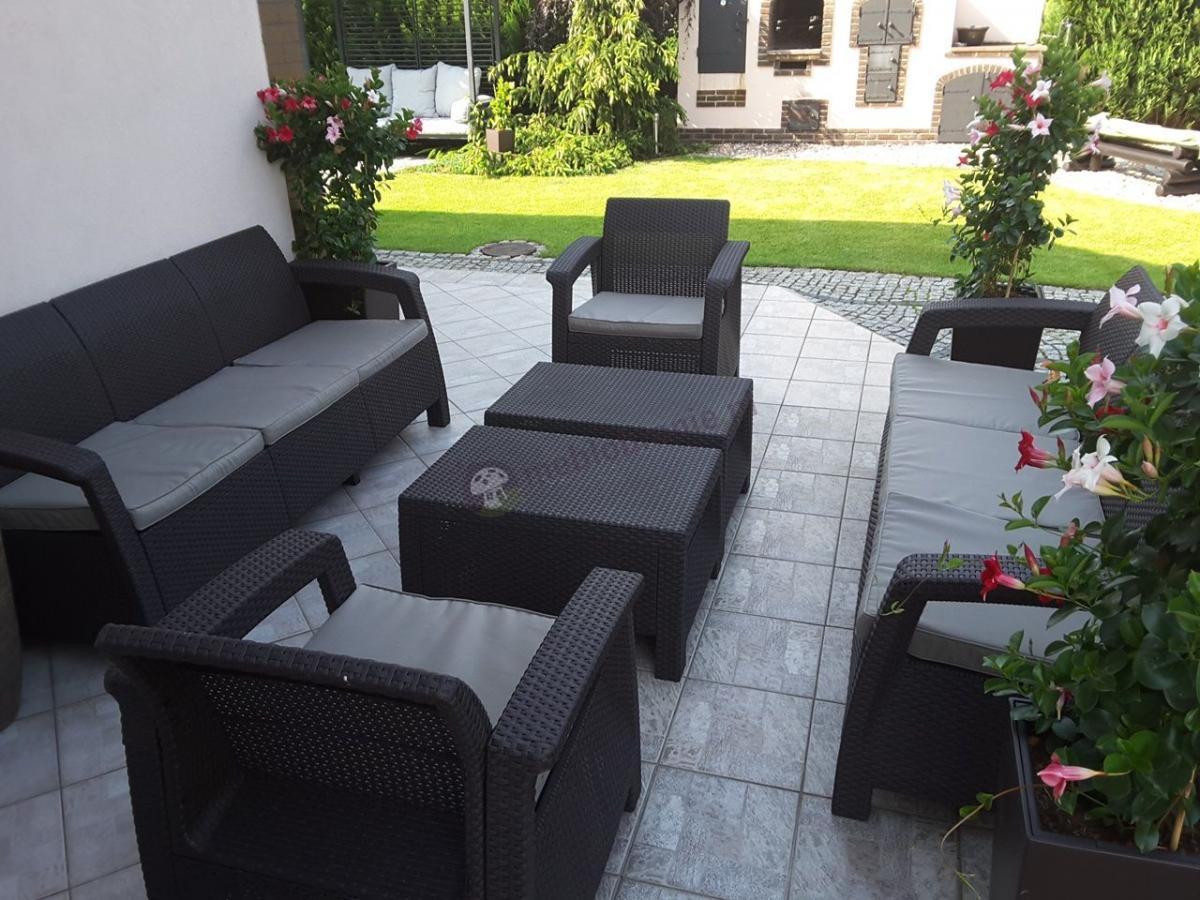 Meble ogrodowe Corfu dla 8 osób z dwoma stolikami kawowymi Keter