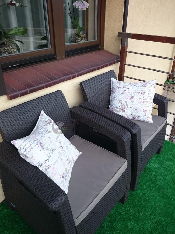 Meble ogrodowe Corfu Set Curver z ładnymi poduszkami