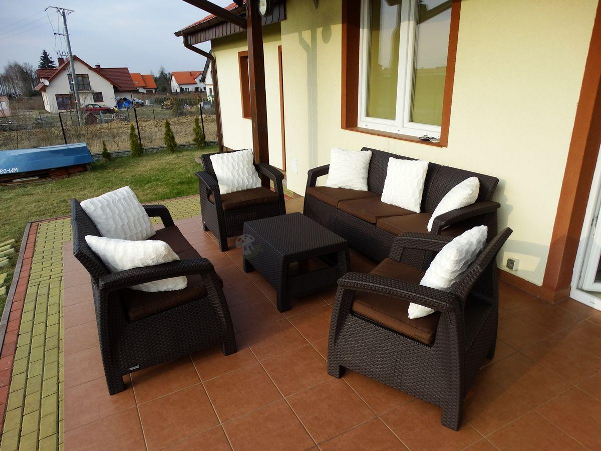 Meble ogrodowe Corfu Set Triple Max z czekoladowymi poduszkami