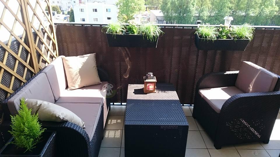 Meble ogrodowe Modena na dużym miejskim balkonie