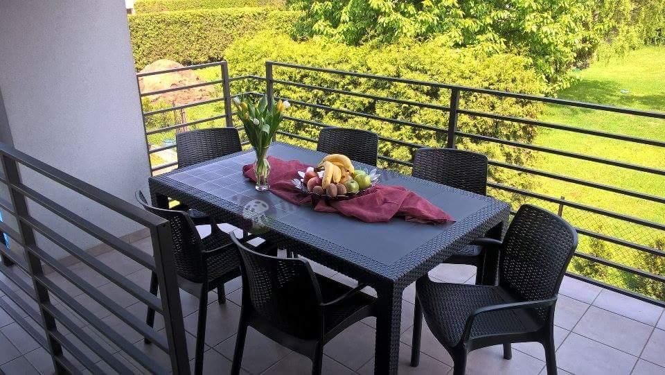 Meble ogrodowe stołowe rattan style grafitowe