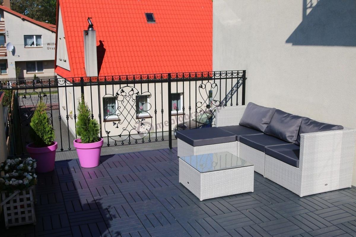 Meble ogrodowe technorattan białe z grafitowymi poduszkami