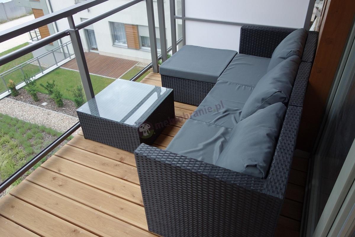 Meble ogrodowe wypoczynkowe technorattan używane na balkonie