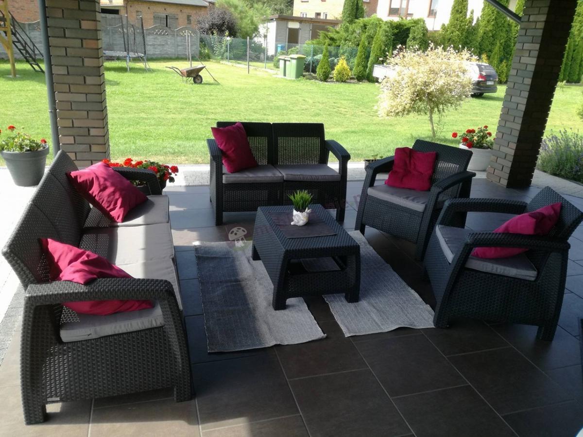 Meble ogrodowe z sofą trzyosobową dla 7 osób ze stolikiem kawowym Corfu