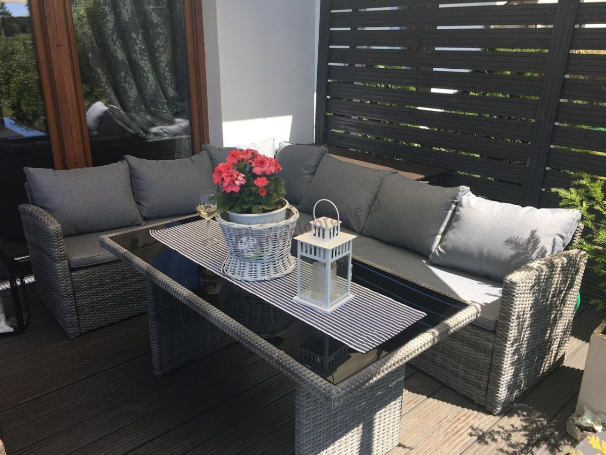 Meble ogrodowe z szarymi poduszkami niebrudzącymi się Caprice