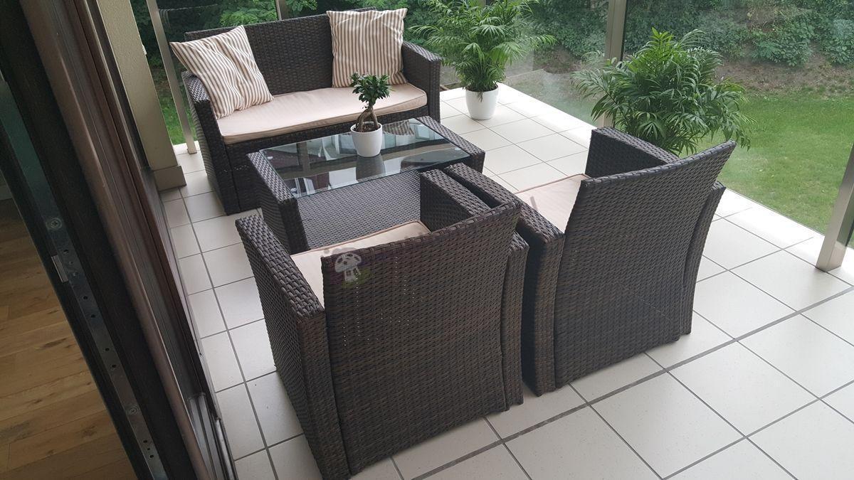 Meble technorattan ogrodowe z eleganckim stolikiem kawowym