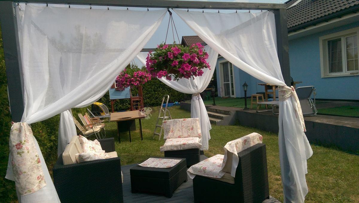 Modułowe meble ogrodowe w eleganckiej altanie