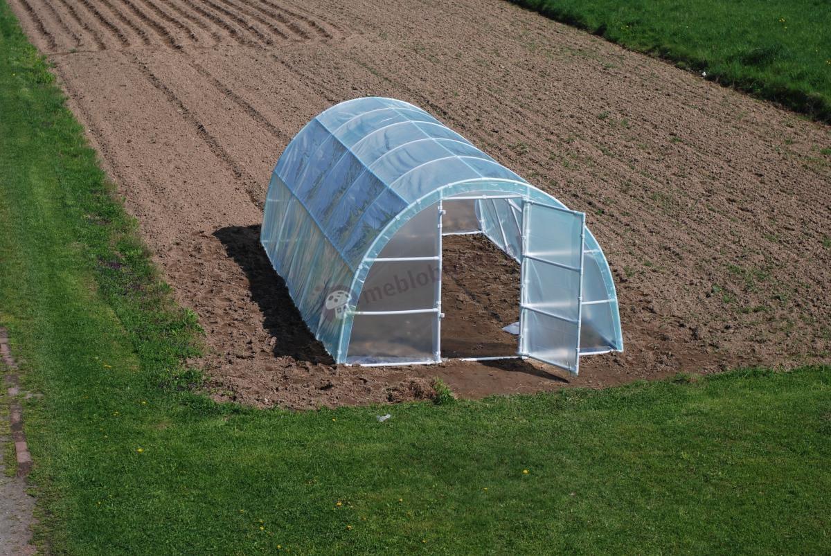 Namiot foliowy na warzywa 6x3 w pięknym ujęciu z daleka
